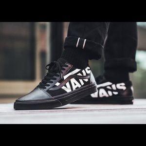 NWT old school vans white logo black shoes